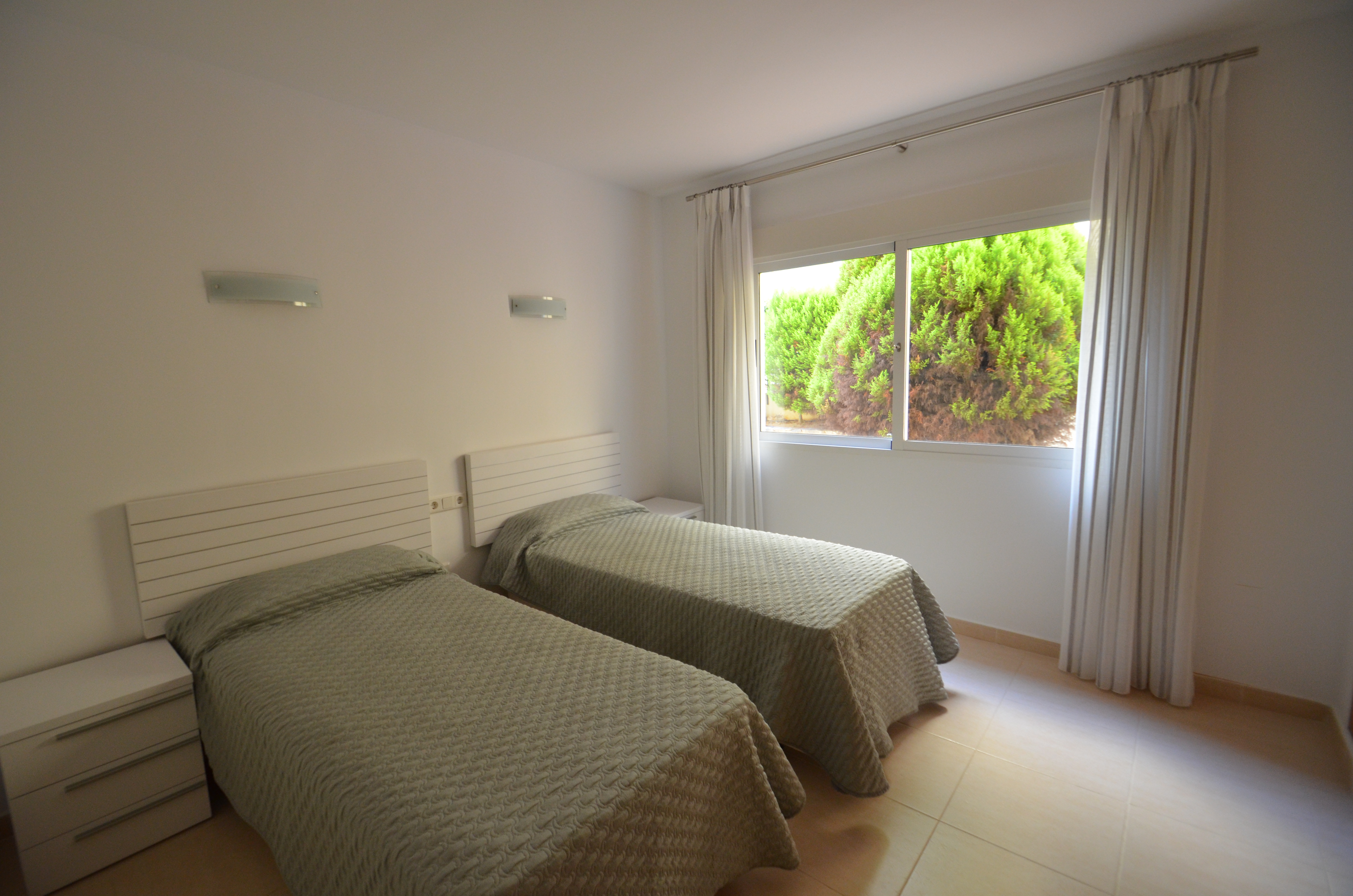 Naranja Bedroom 2