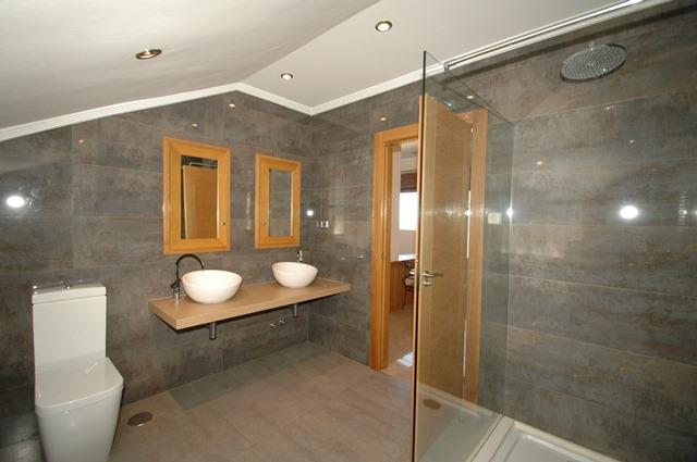 Galicia Bathroom 1