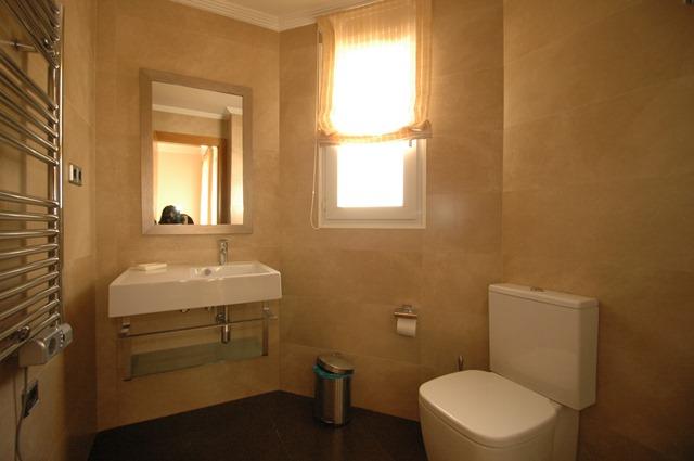 Galicia Bathroom 2