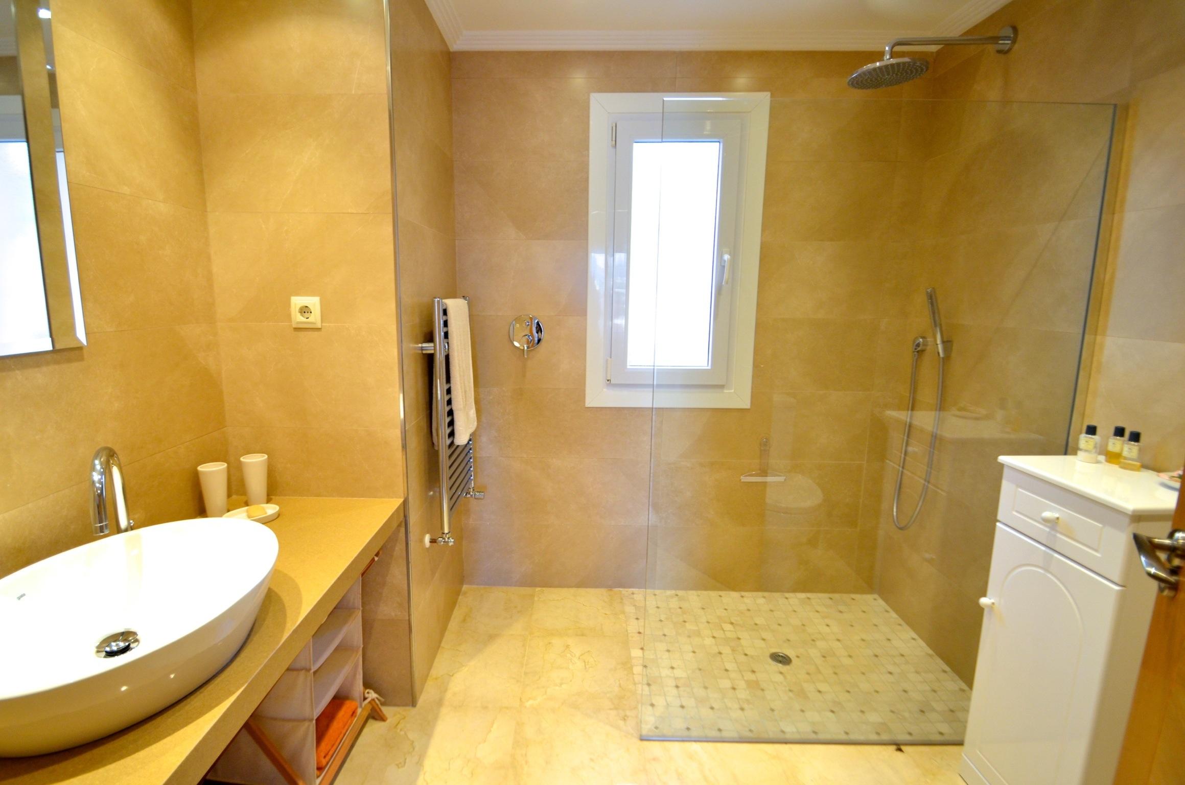 Mimosa Bathroom 2