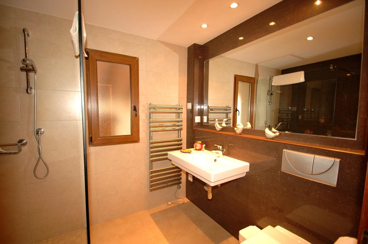Rubi Bathroom 1