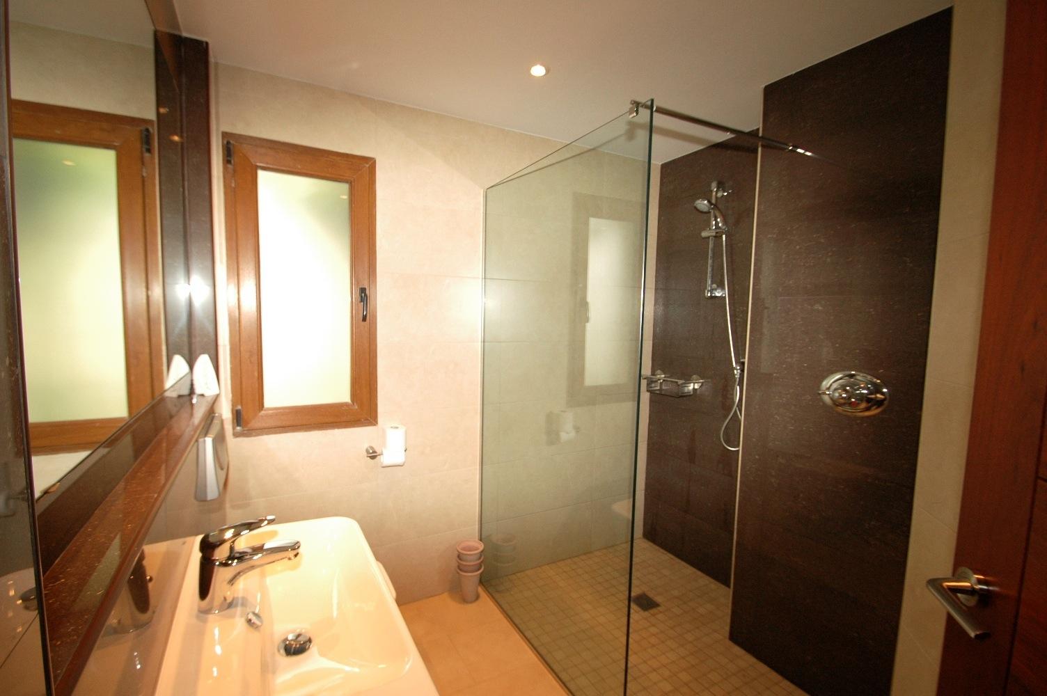 Rubi Bathroom 2