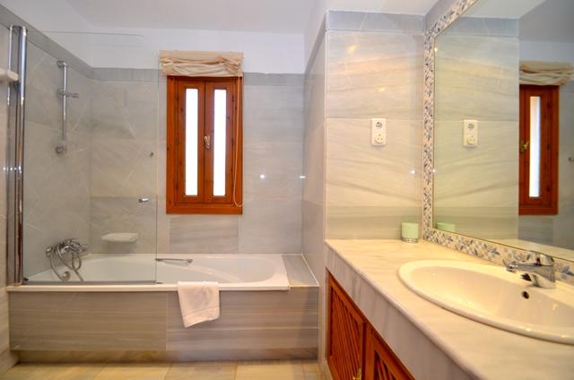 Solana Bathroom 1 1