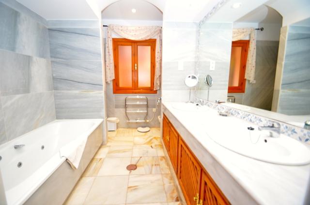 Solana Bathroom 3