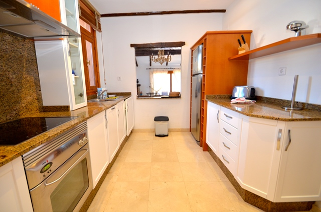 Solana Kitchen 3