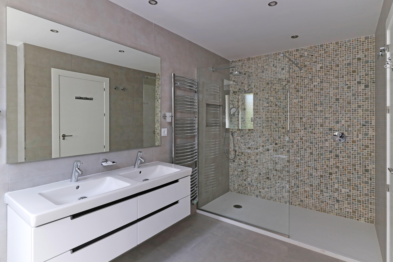 Aragon Bathroom 1
