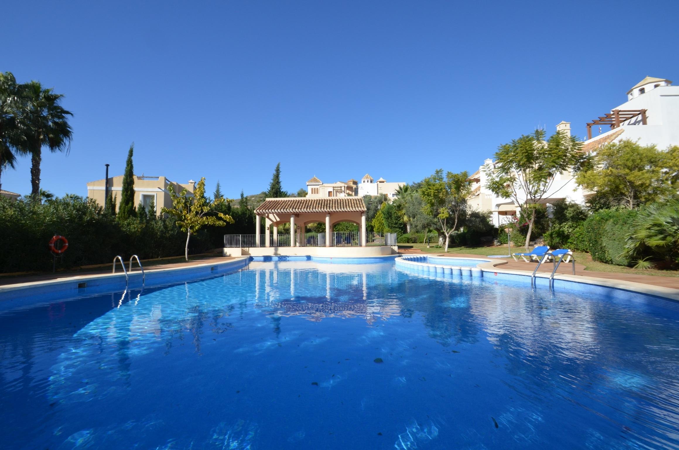 Cerezo in Monte Claro pool